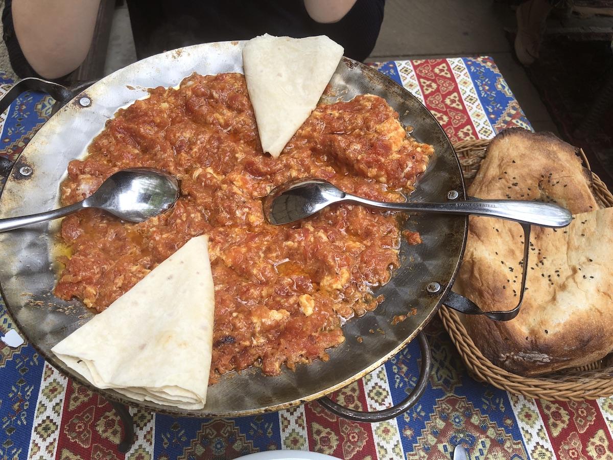Pomidor Yumurti - Scrambled eggs and tomato