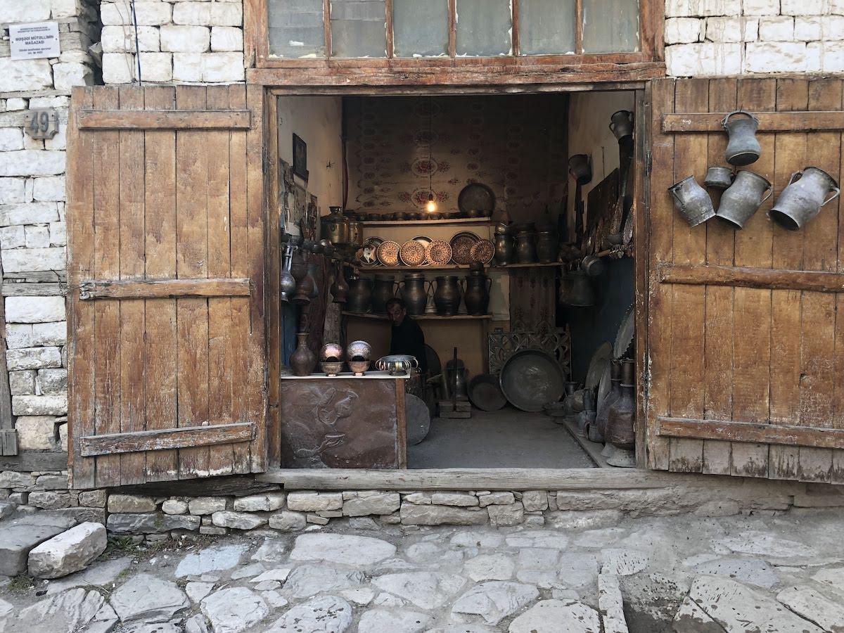 Lahic, little shop with copper items, pots, pans,..