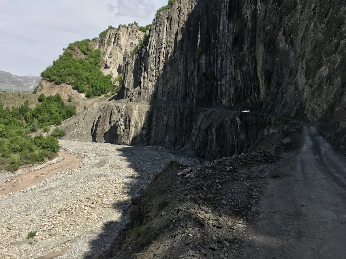 Steep cliffs on the way to Lahic